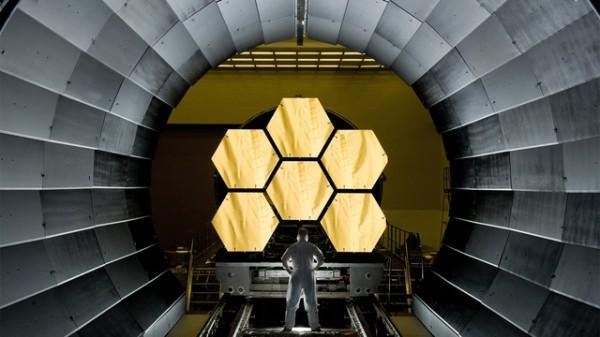3. Segmentos do espelho primário do telescópio espacial James Webb