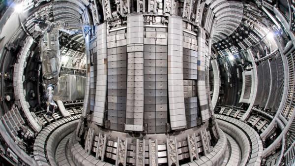 5. A visão de dentro do maior tokamak (reator experimental de fusão nuclear) do mundo,