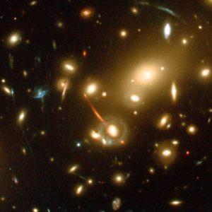 Os aglomerados de galáxias e a confirmação da teoria da relatividade